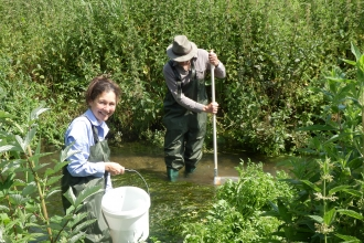 Riverfly volunteers in river © Angus Menzies
